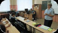 Сотрудники МВД в школе 17