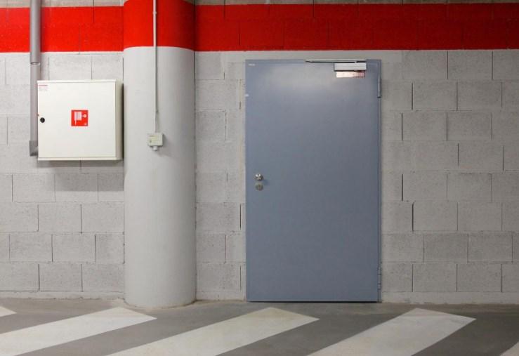 Технические двери – что это такое и где их найти?