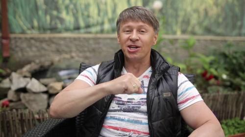 Комедиант из «Уральских пельменей» засветился в рекламном видео онлайн-казино